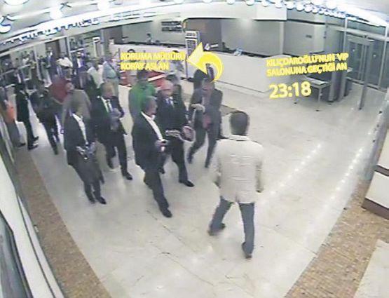 Saat 23.18: Kılıçdaroğlu VIP salonuna geçiyor.